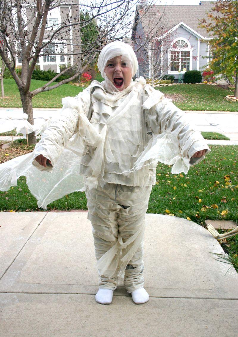 2009 logans mummy costume - dana newsom