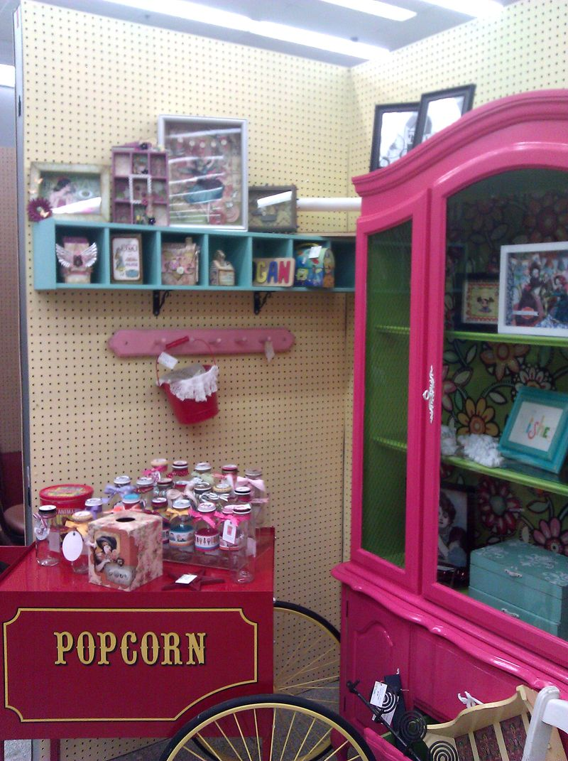 Booth left side